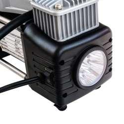 Dvojpiestový kompresor so svietidlom
