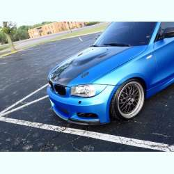 Modrá perleťová fólia na aute